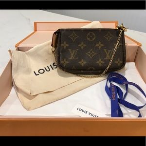Authenticated Louis Vuitton mini pouchette